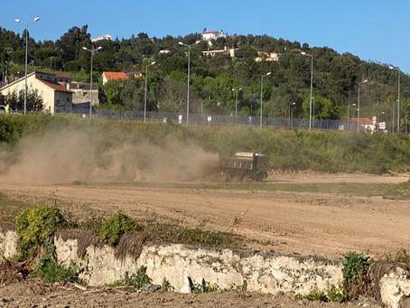 Atentado ambiental no Mondego: CMC destrói vegetação da margem entre o Rebolim e a Ponte da Portela