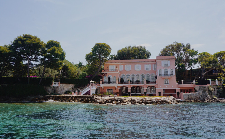 NICE IS... A CHANCE TO DISCOVER HEART OF FRENCH RIVIERA!