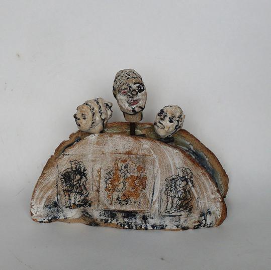 Sculpture groupe de marionnettes sur stèle - Diponible