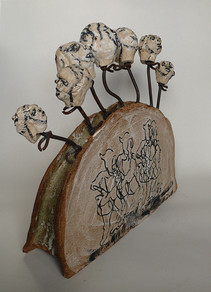 Sculpture, marionnettes sur stèle