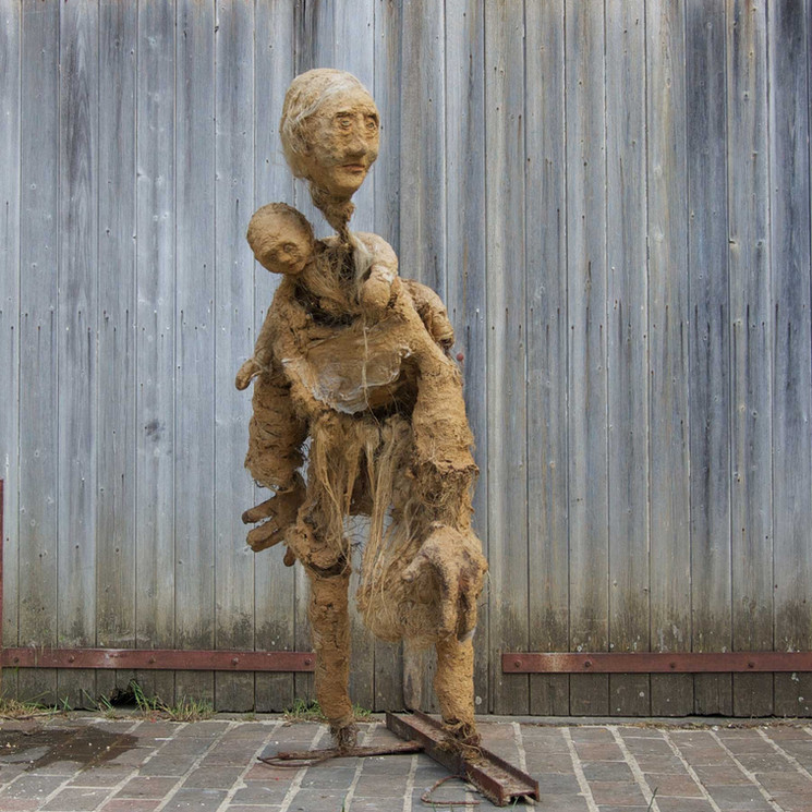 Maternité portant l'enfant sur le dos-Inès Lopez-Sanchez Mathély