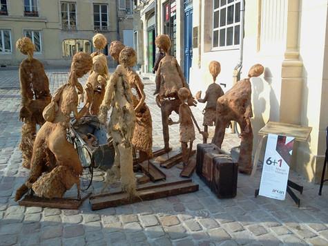 Exode, installation de sculpture à taille humaine-Inès Lopez-Sanchez Mathély