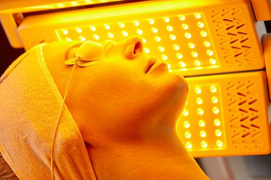 MediLUX treatment yellow light 02.jpg