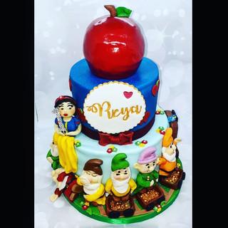 Snow White 1st Birthday Cake
