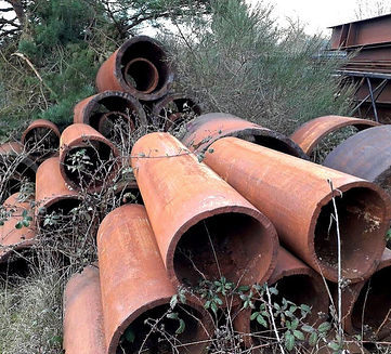 tube de métal à recycler fragments d'histoire
