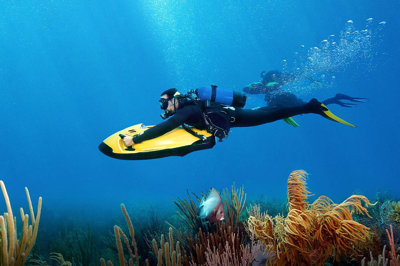 SEABOB-diving-under-water.jpg