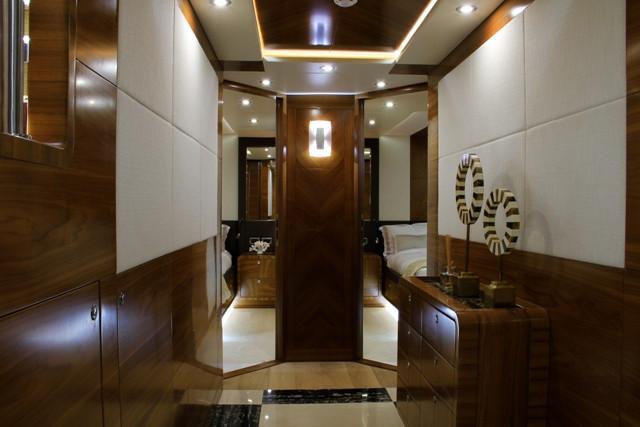 Yacht 105-10.jpg