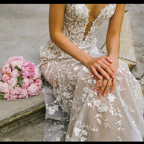 Floral lace nude backless wedding gown