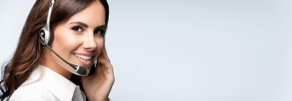 Finanzierungsanfrage für lichtwerbeanlagen freundliche Frau
