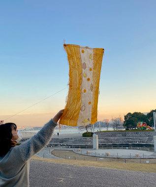 カンボジアと日本、3人の交換日記から生まれた「日常の凧」。