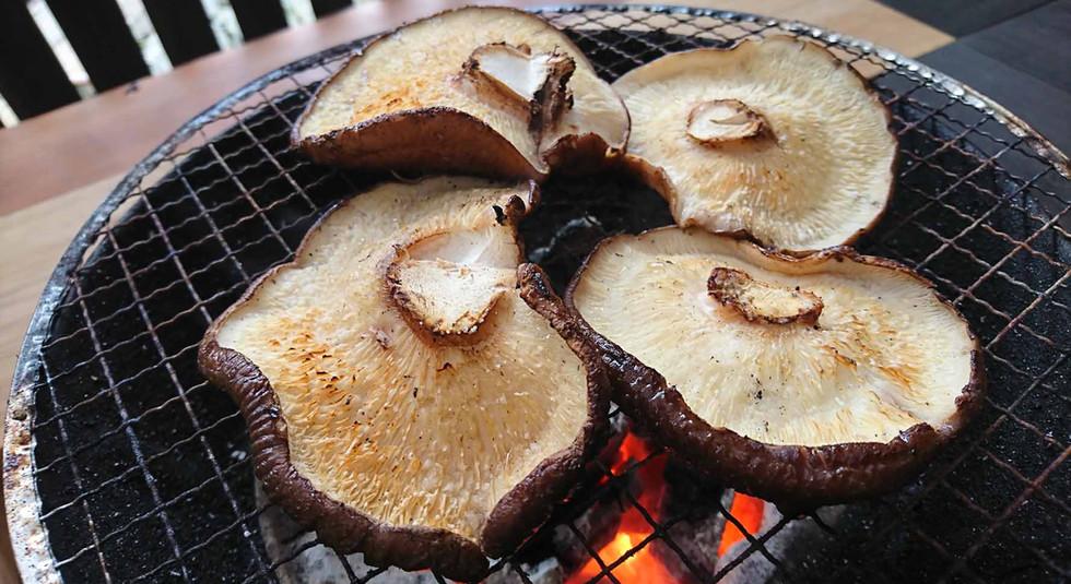 原木椎茸の炭火焼-03.jpg