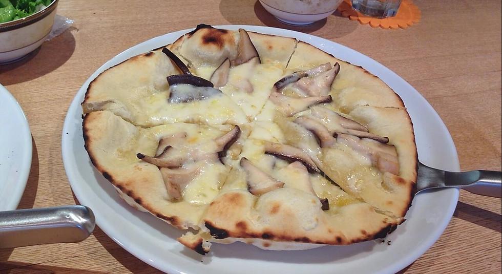 原木椎茸のピザ-08.jpg