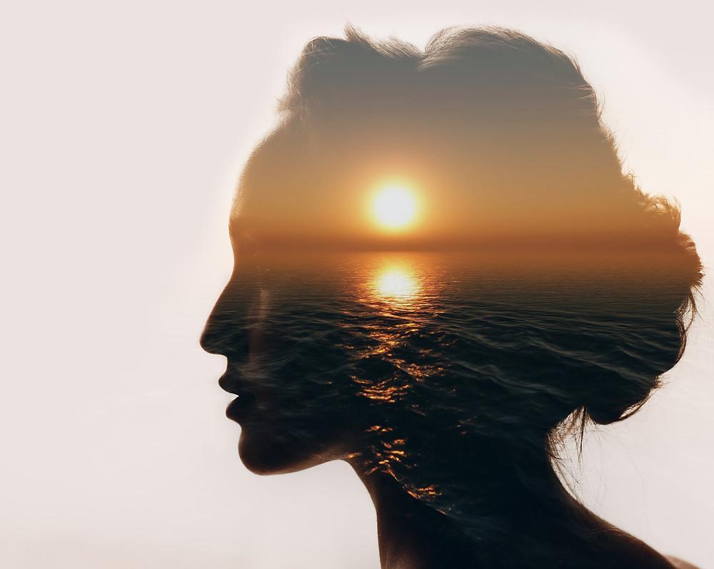 La sophrologie permet dd'apaiser les émotions négatives et de booster les positives