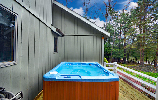 LH - Hot Tub from 4Season Room copy.jpg