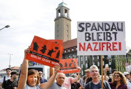 Spandau stellt sich Nazis in den Weg