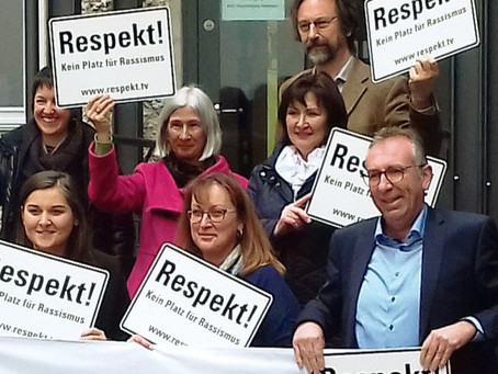 Respekt!-Aktion am Rathaus in Weilheim