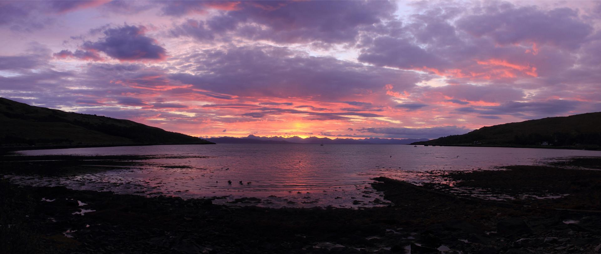 Dawn from Kinloch Bay, Rùm