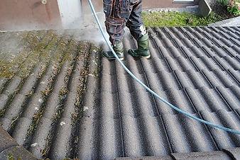 Taktvätt på svart tak.jpg