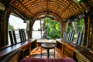 houseboat-2052738_1920.jpg