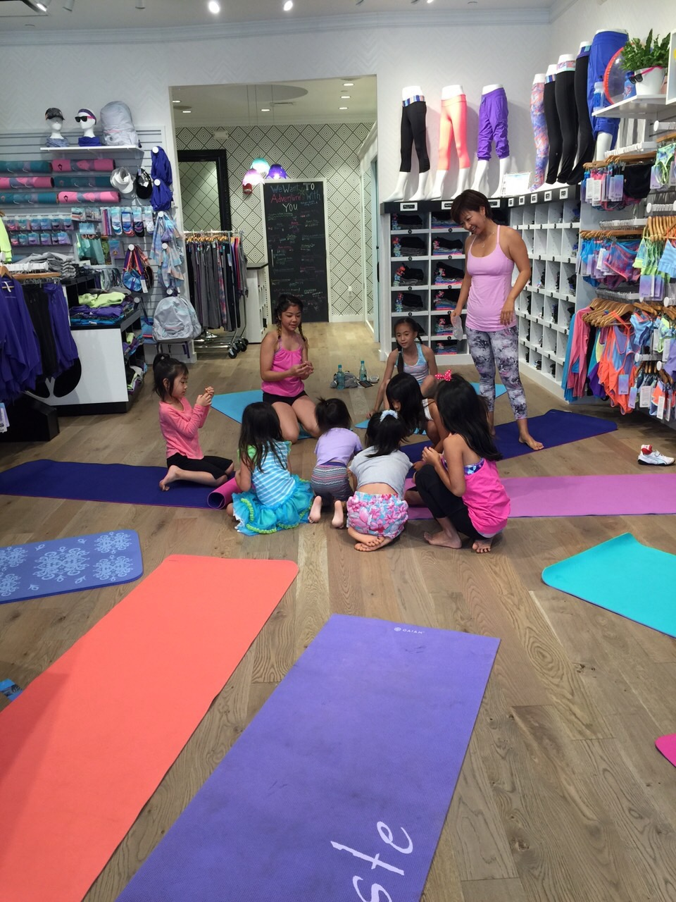 KIDS YOGA@IVIVVA
