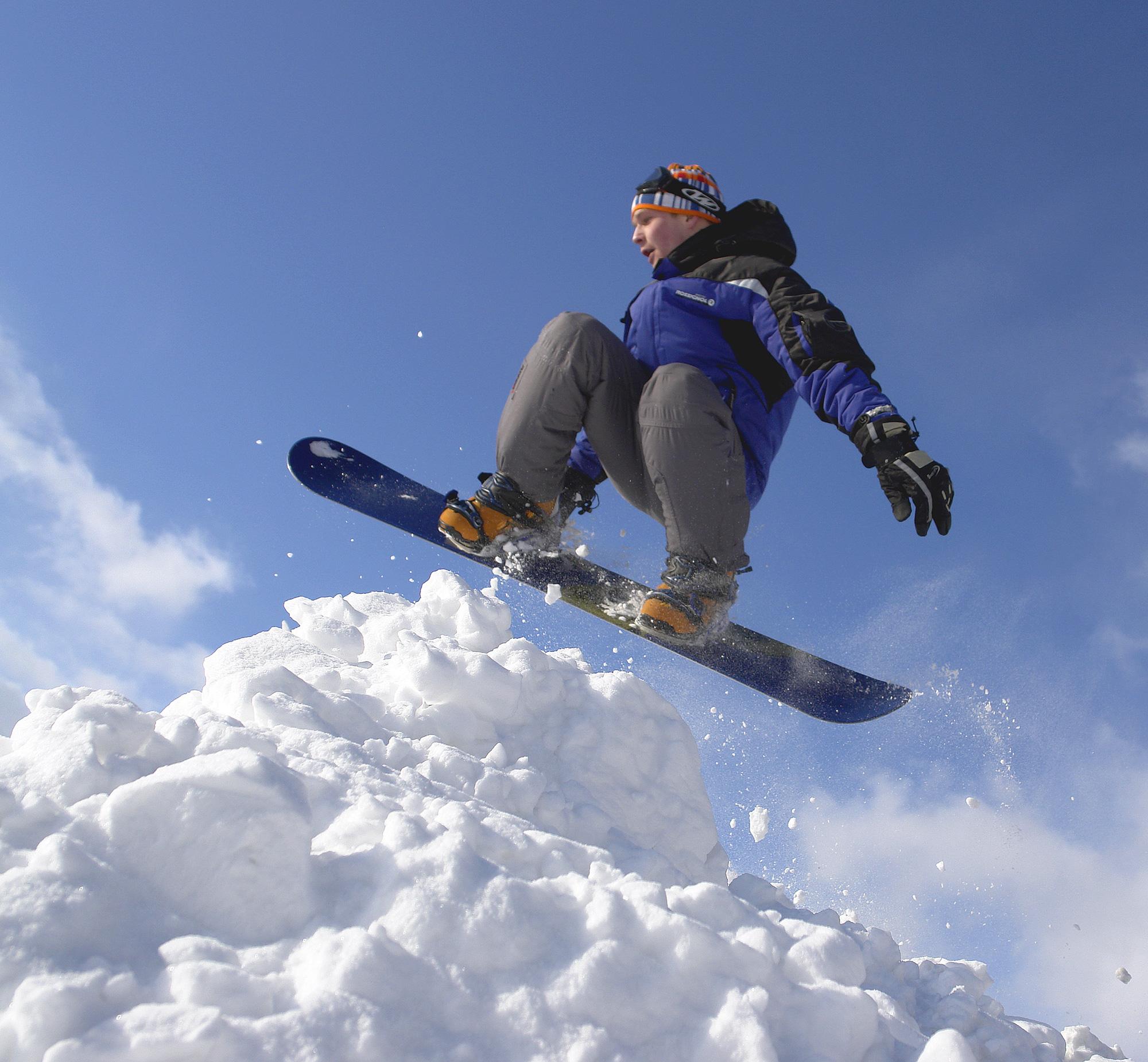 stockvault-snowboarding104275