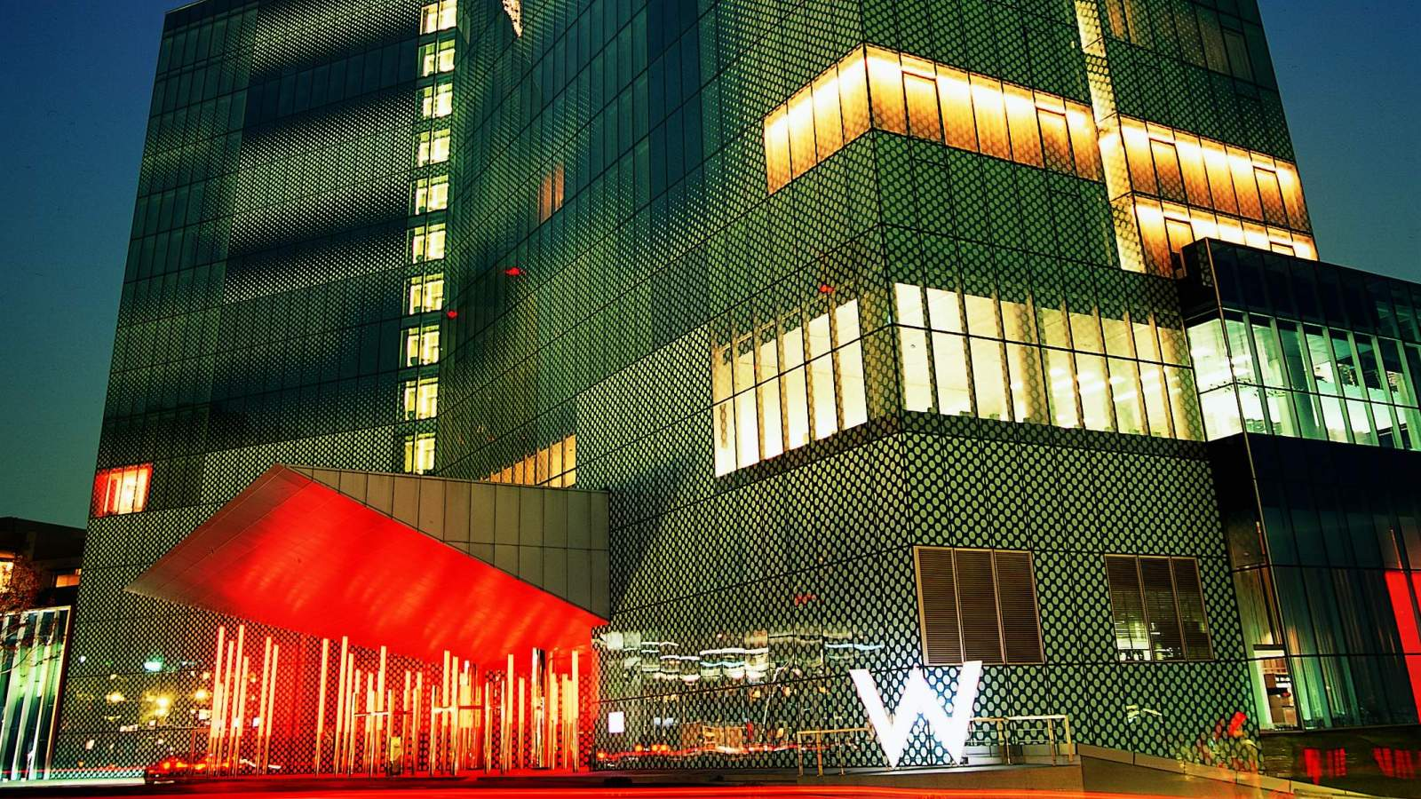 Hotel_WExterior_Night