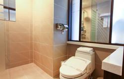 Bathroom_635572608594752847