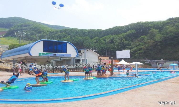 경기도-용인-추천여행-양지파인리조트-야외수영장-아쿠아펀