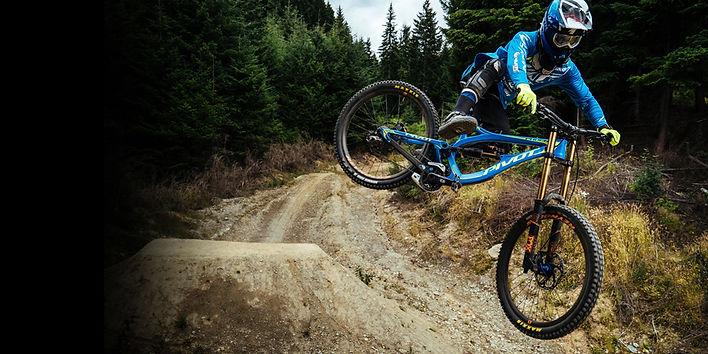 Pivot+Factory+DH+Team+rider.jpg