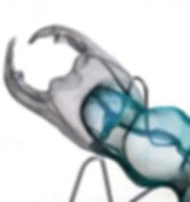 El Escarabajo Elvis. Zapatos negros en movimiento, brillos metalizados, eterno negro flequillo, destellos de rock and roll. Obra realizada por la artista Elisabeth Martín Maíllo para el restaurante Santceloni.