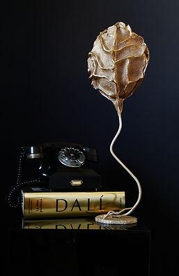Árbol de Mesa. Escultura de malla metálica y acero, realizada por la artista Elisabeth Martín Maíllo.
