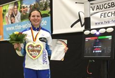 Lisa Marie Löhr ist Deutsche Meisterin in A-Jugend im Fechten. Fechtzentrum Solingen Leistungssport. Leistungszentrum Landesleistungsstützpunkt NRW Degen Säbel Fechttrainer Fechtverein Fechtsport