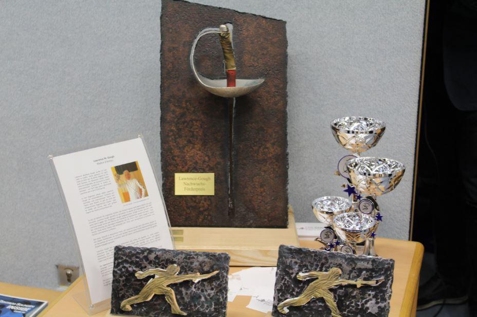 Fechten-Lawrence-Gough-Preis-Pokale