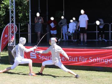 Säbelfechter präsentieren den Fechtsport beim Spielfest 2018