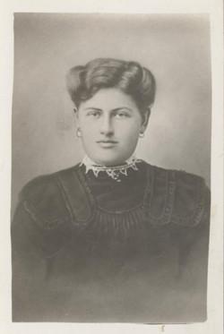 Tante Mini 1910