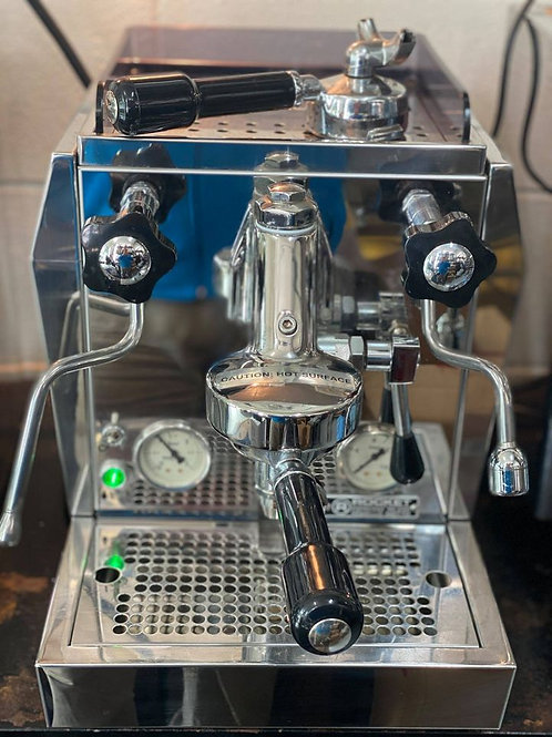 Refurbished Giotto V3 by Rocket Espresso
