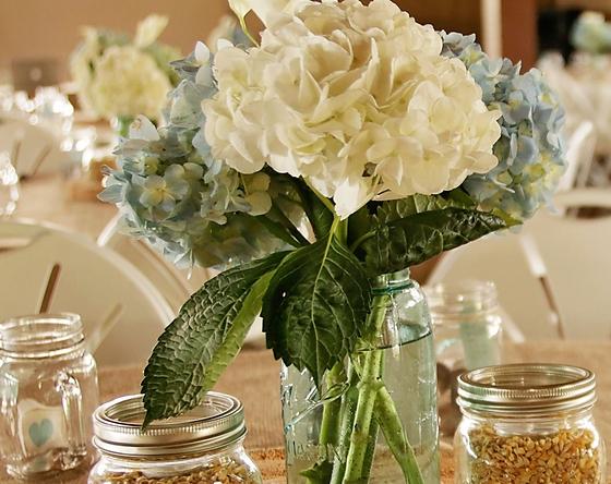 White floral wedding table decor