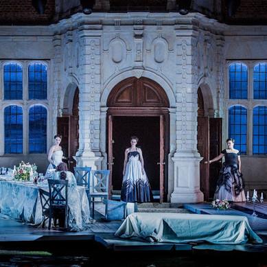 Ariadne auf Naxos at Opera Holland Park with picnic