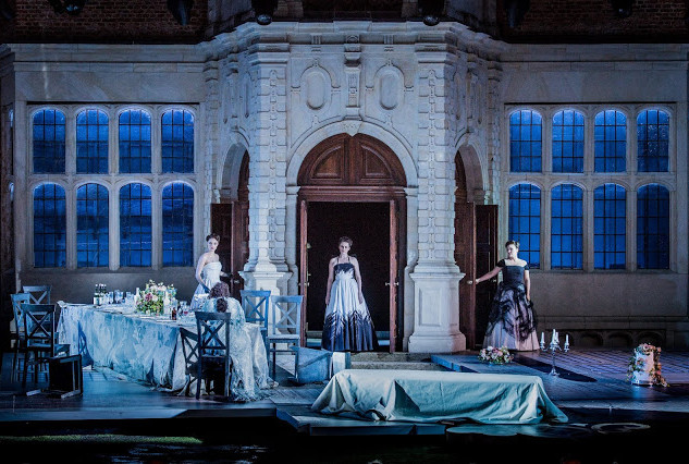 Ariadne auf Naxos at Opera Holland Park with picnic
