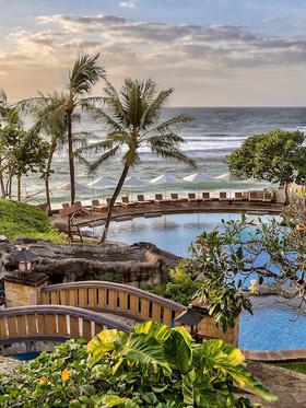 Hilton-Bali-Resort-Nusa-Dua-Swimming-poo