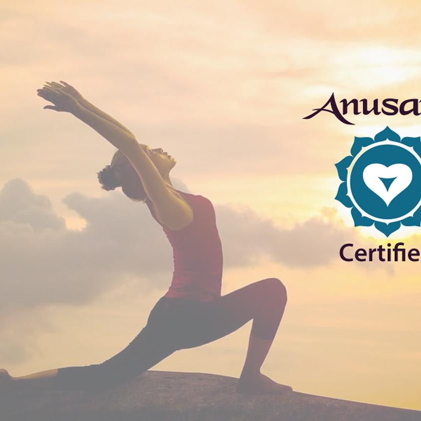 Anusara Yoga mit Anja Hackl