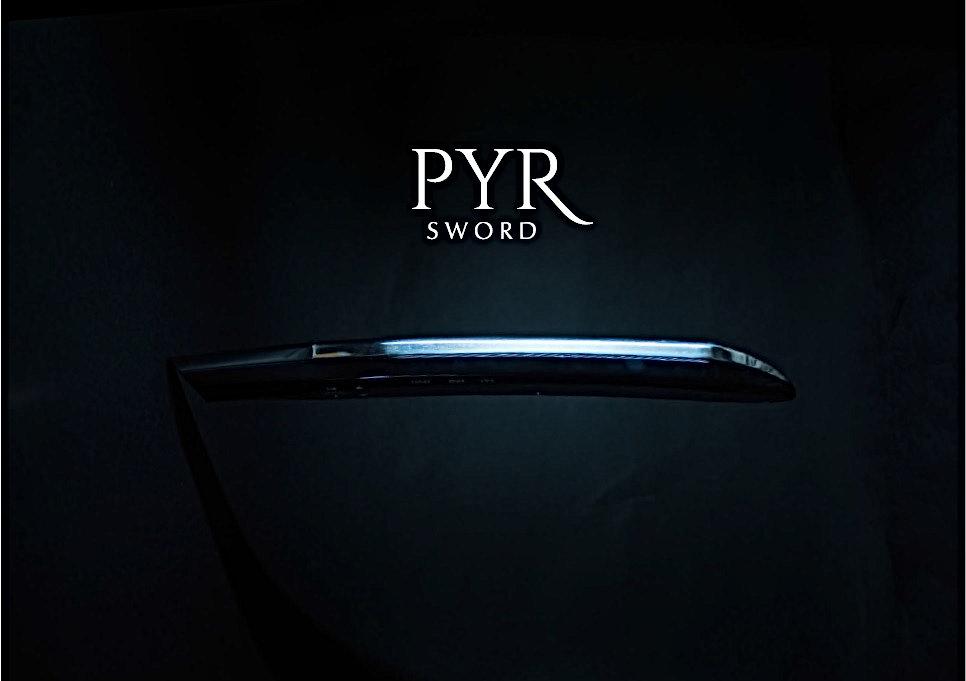 パイラ ソード。PYR SWORD。剣のような姿で登場した痩身機。今までの概念を超えたパラボラ痩身法。脂肪層の自動測定から中周波をリアルタイムに変動。充電中は、台座のヒート効果で肌にやさしくトリートメント。刀、剣、ボディメイキング、ボディメイク、剣を持った女性