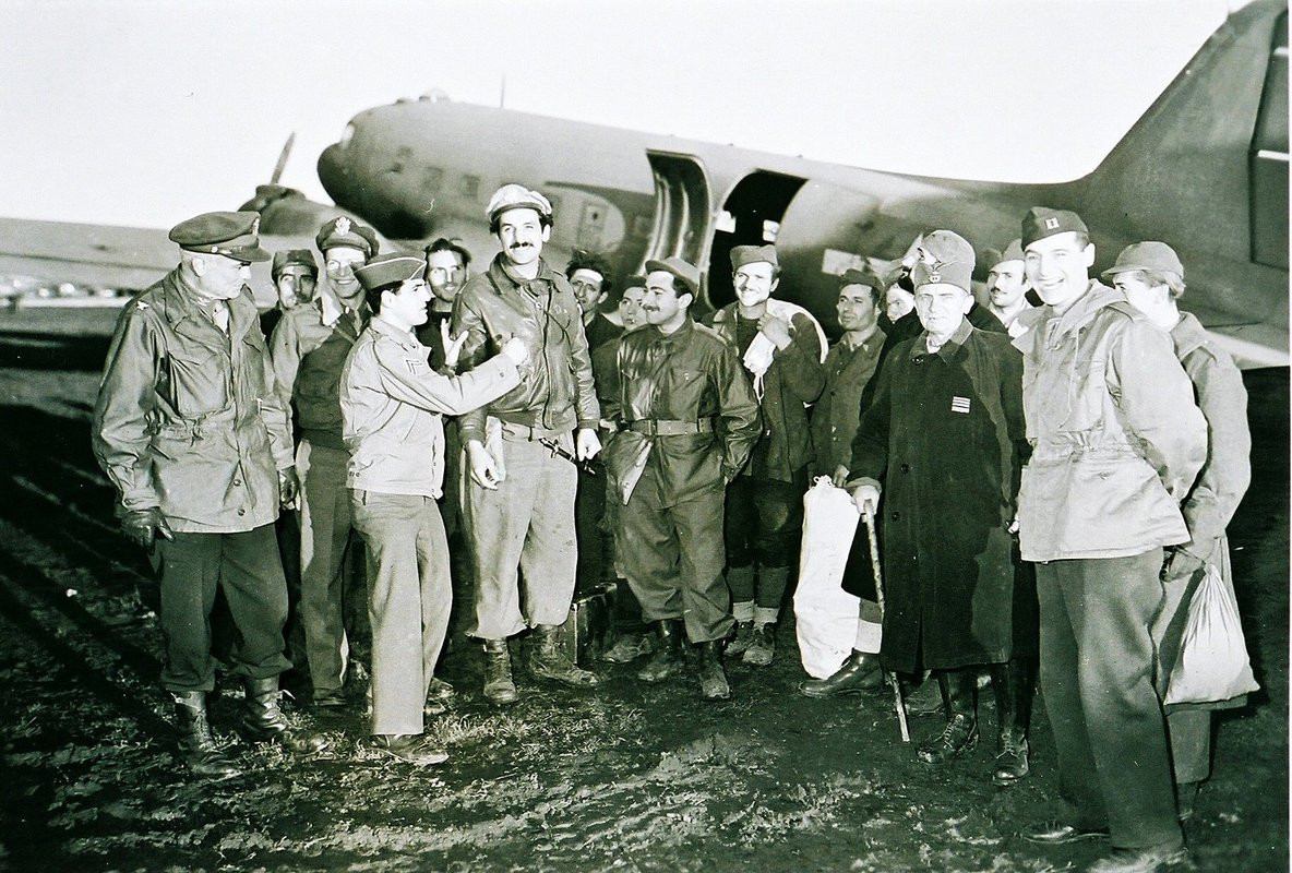 Arrival of last evacuation of Halyard mission in Bari, Italy, 27. Dec. '44. On the left is Col. George Kreigher, head of ACRU (Air Crew Rescue Unit).