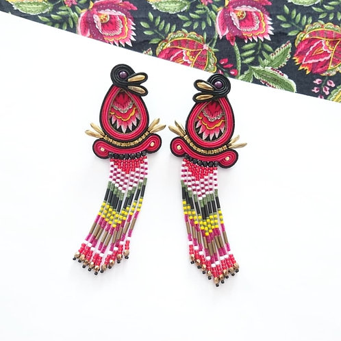 B.O textile à franges perlées.
