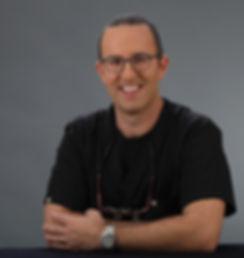 ד״ר רוני דק - מומחה לטיפולי שורש