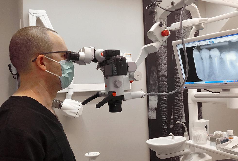 טיפול שורש עם מיקרוסקופ מומחה