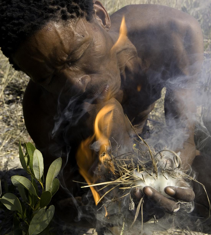 Bushman con fuego