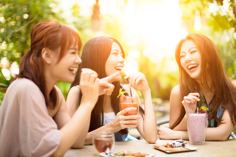 86172703-group-of-young-woman-laughing-i