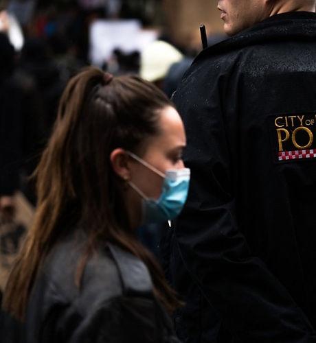 London_woman_cop_walking_800_533_90.jpg