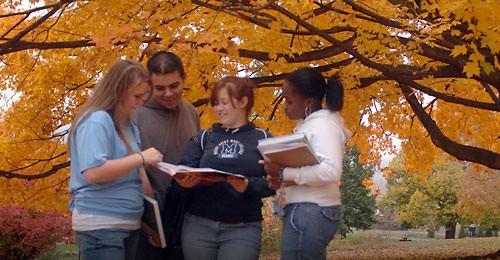Chuẩn bị bộ hồ sơ xin vào đại học tại Mỹ là một lộ trình dài hơi, đòi hỏi sự kỹ lưỡng và công phu.